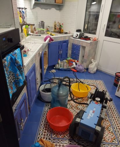 Гидродинамическая прочистка жировых засоров в трубах слива на кухне