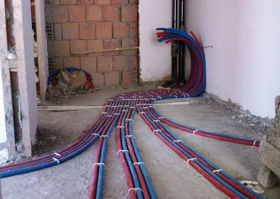 Коллекторная система разводки — современный и более практичный вариант, в такой водопроводе давление будет стабильным