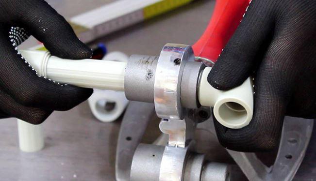 Монтаж полипропиленовый металлопластиковых медных труб водопровода в квартире, частном доме или на даче под ключ